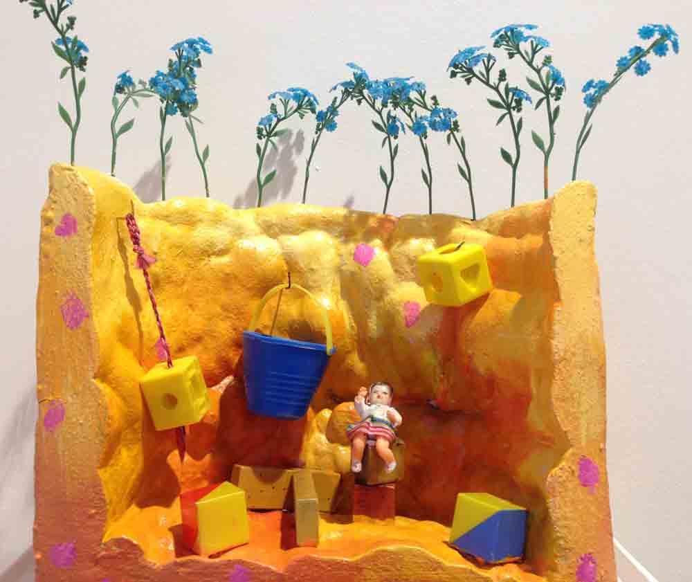 Kinderspiele - Gruppe Versuchungen - 6 Bühnenbilder | Assemblage (Purschaum, Plastputz, Fundstücke, Latexfarben) | 1985 | 43 x 38 x 19 cm