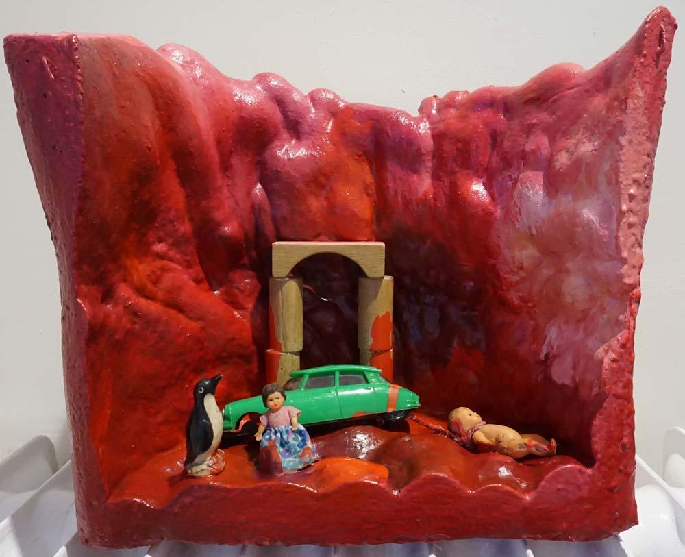 elenovela - Gruppe Versuchungen - 6 Bühnenbilder | Assemblage (Purschaum, Plastputz, Fundstücke, Latexfarben) | 1985 | 34 x 38 x 19 cm