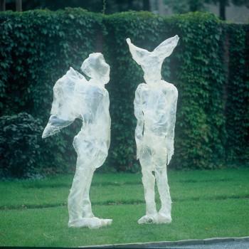 Lichthäute (seit 1994), glasfaserverstärkter Kunststoff (GfK): Faun (Höhe 195 cm) und Engel (Höhe 175 cm)