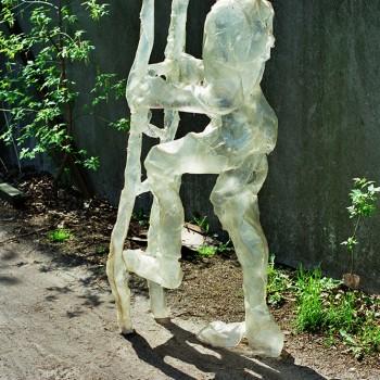 Lichthäute (seit 1994), glasfaserverstärkter Kunststoff (GfK): Mann mit Leiter (Höhe 180cm)